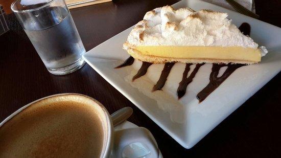 Lemon Grass Cafe-Bar: Lemon pie y café doble.