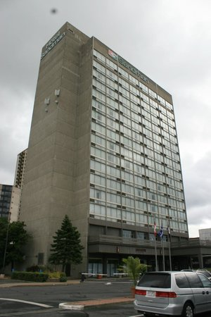 Sandman Hotel Montreal-Longueuil : Exterior of the Sandman Hotel, located across the river from downtown Montreal.