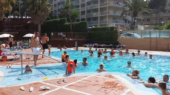 Cala Font Hotel: ambientacion piscina