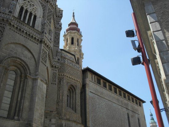 La Seo del Salvador: vista lateral