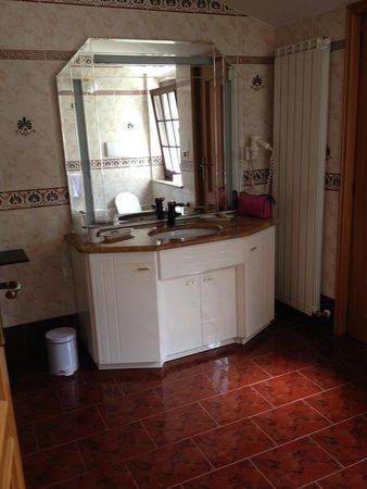 Hotel Regina delle Alpi: vue 2 salle de bain