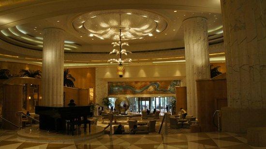 Grand Hyatt Dubai: Вид на вход в отель