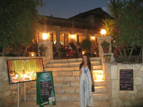 Castelli Hotel: Italian restaurant next door