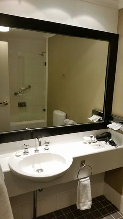 Travelodge Wynyard Sydney: 3rd floor executive room bathroom