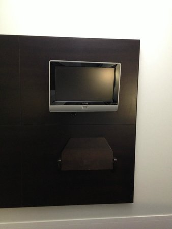 Club Quarters Hotel, Trafalgar Square: TV in room with Sky Sports Channels
