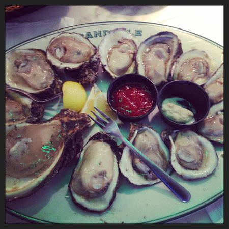 Harrah's New Orleans : Raw Oysters