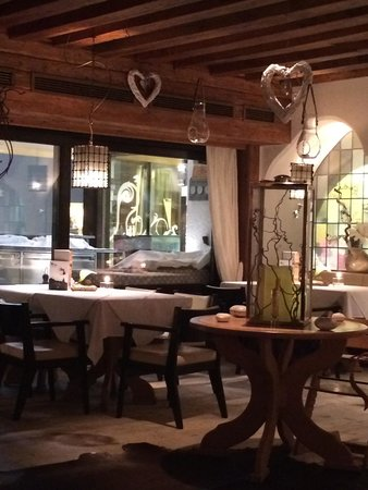 Alpenhotel ... Fall in Love Restaurant