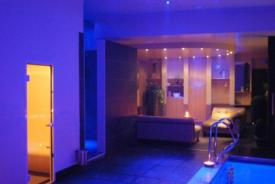 3f2c614f13b Prive Sauna Met Zwembad.Relaxruimte Prive Sauna Foto Van Prive Sauna  Borabora Brecht