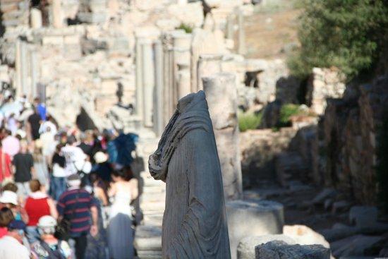 Antigua ciudad de Efeso: a rua..