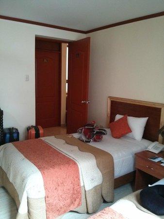 Hatun Samay: twin bed facing front door