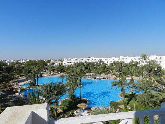 Vincci Resort Djerba : vue du balcon sur la piscine
