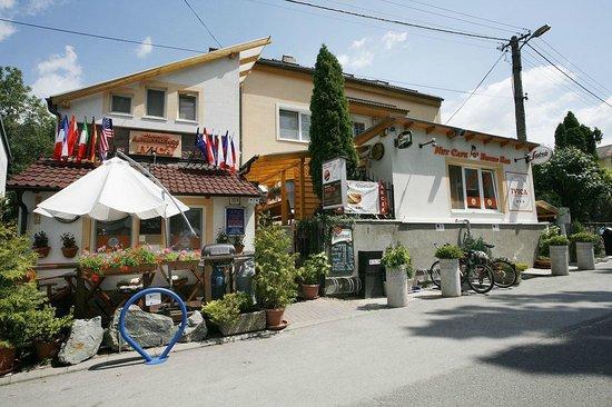 Restauracia Papanica Ivica