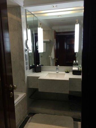 InterContinental Bangkok: bathroom