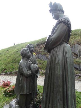 Sanctuaire De Notre Dame De La Salette : Le statuaire