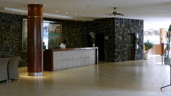 La Pirogue Resort & Spa: Reception