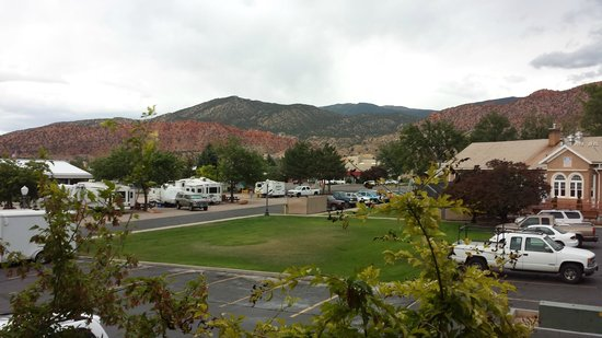 BEST WESTERN Town & Country Inn: View from room window