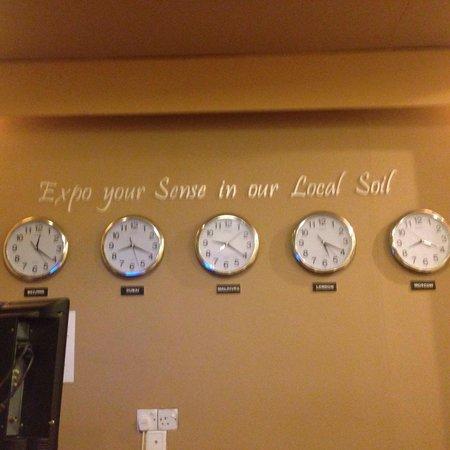 Dhonveli View: Wall clocks at the reception counter :)