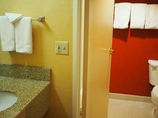 Courtyard Austin Northwest/Arboretum: Bath in Room 327