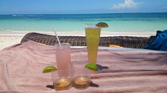 Excellence Playa Mujeres: Excellence Club Beach Bed With Drinks