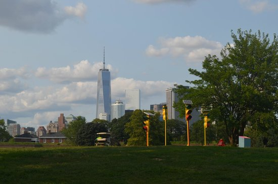 Governors Island National Monument : Manhattan Skyline from Governor's Island