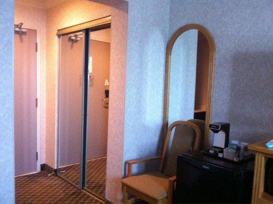 Best Western Plus Carlton Plaza Hotel: Caffe machine, do your breakfast alone