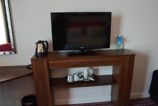 Hampton by Hilton Cluj-Napoca: Flat screen tv.