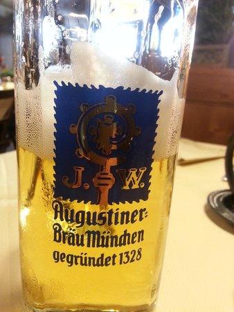 Hotel Gasthof Höttl: Excellent beer