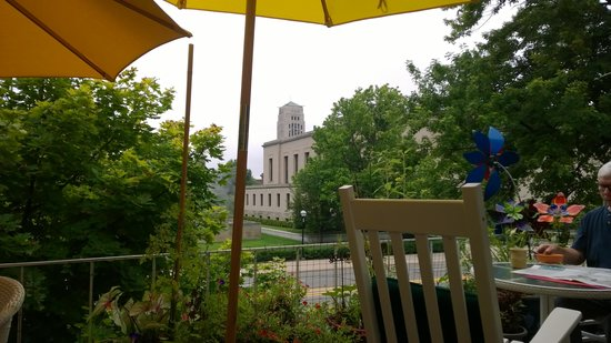 Ann Arbor Bed & Breakfast: View of Bell Tower from the Deck