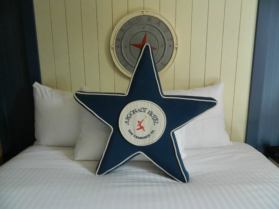 Argonaut Hotel, A Noble House Hotel: Nice touch on the large comfy beds
