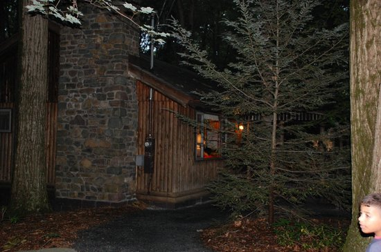 Mountain Springs Lake Resort: Cottage # 31 - Outside View