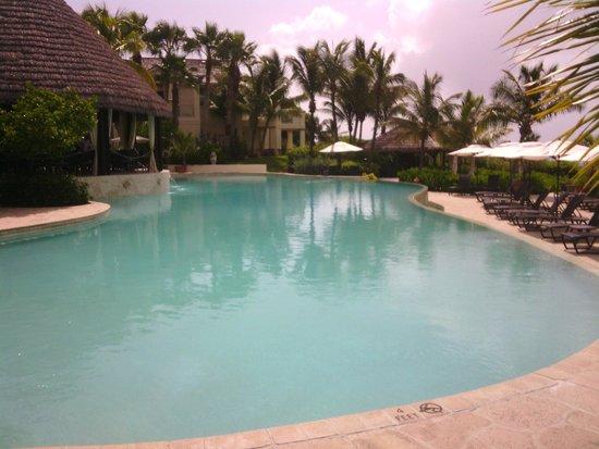 Grand Isle Resort & Spa : piscina e ristorante