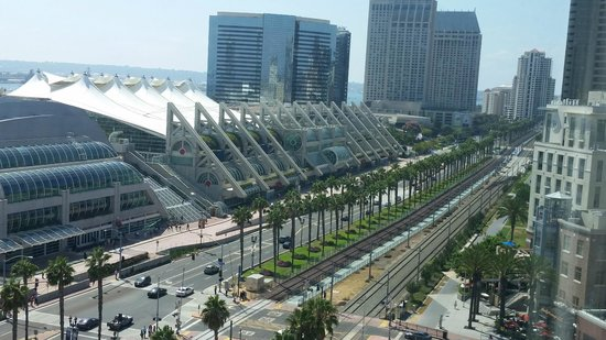Omni San Diego Hotel: Other view from room...Convention Center