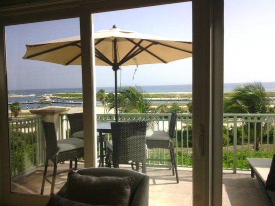 Grand Isle Resort & Spa: vista sul porticciolo dal soggiorno
