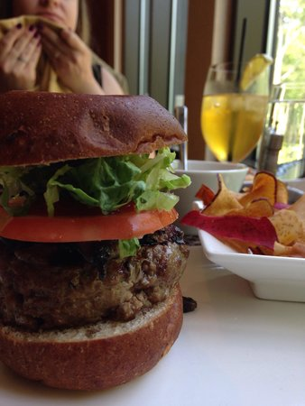 The Lodge at Woodloch : Bison burger. Awesome iced tea too!