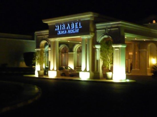 Jaz Mirabel Park : Hotel front at night