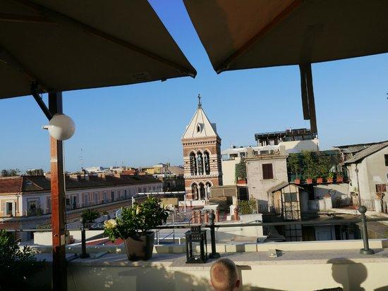 Hotel Artemide: Roof top terrace