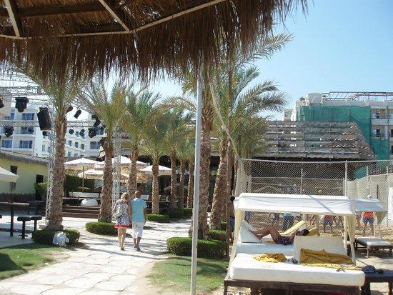 Elysees : Entrance to the beach