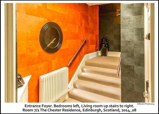 The Chester Residence : Foyer