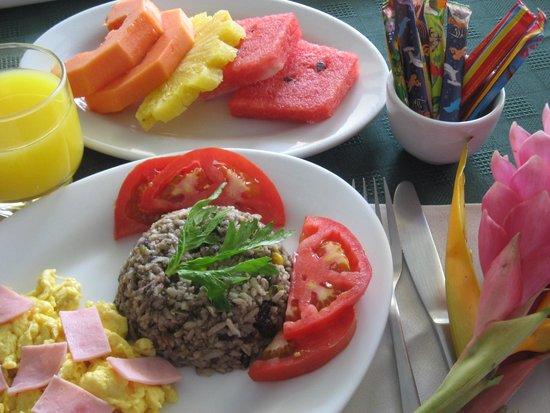 Isla Verde Hotel: Desayuno complementario