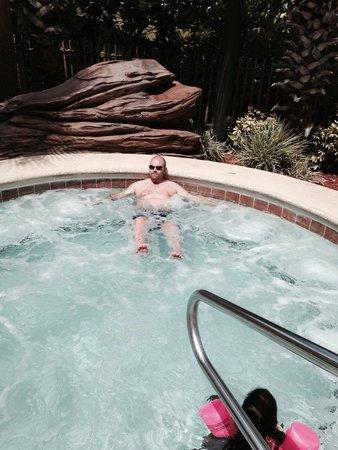 Lake Buena Vista Resort Village & Spa : Outdoor hot tub next to pirate pool