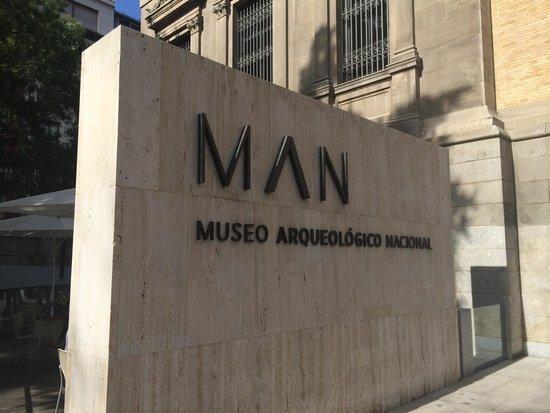 Museo Arqueologico Nacional: Nuevo logo del Museo MAN