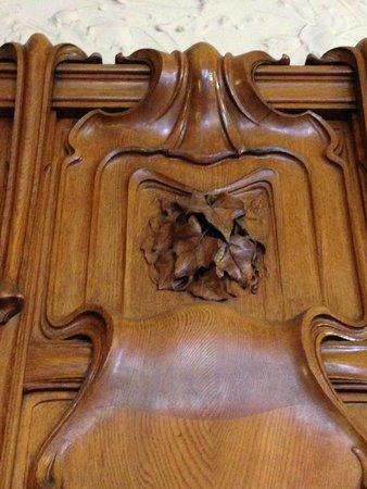 Mercure Lyon Centre Château Perrache : Feuilles de lierre sculptées