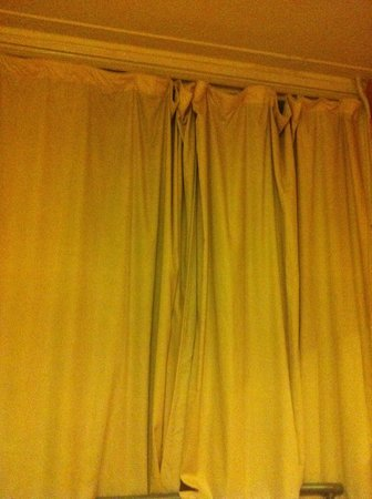 The Lonsdale Hotel: messy drapes.