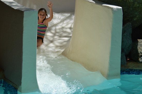 Phoenix Marriott Tempe at The Buttes: Slide into a small pool at the lower level.