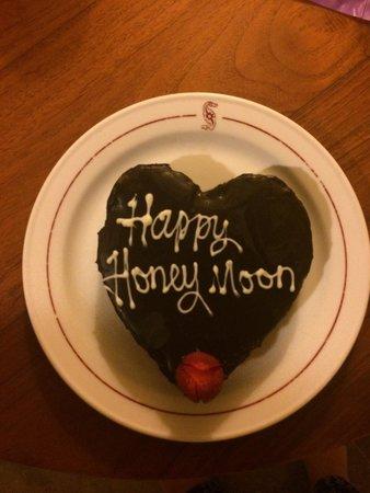 Puri Santrian : Honeymoon cake