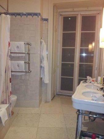 Heritage Avenida Liberdade: Beautiful spacious bathroom