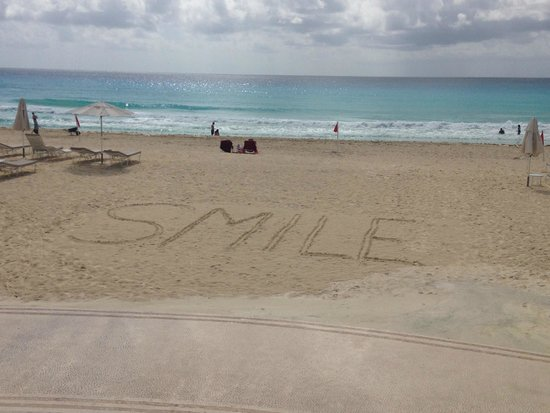Sandos Cancun Luxury Resort: A belissima praia