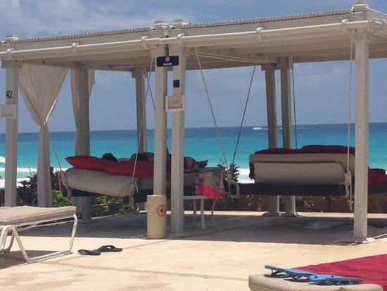Sandos Cancun Luxury Resort: Tendas exclusivas para os ocupantes da suite...isso ninguem avisa antes