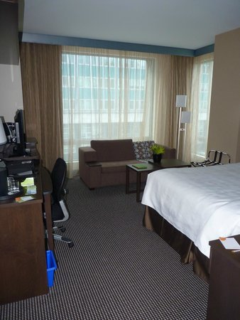 Courtyard by Marriott Montreal Downtown: vue chambre handicapée