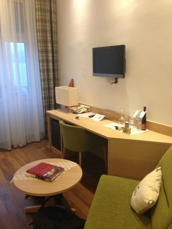 Seehotel Schwan: Habitación con balcon